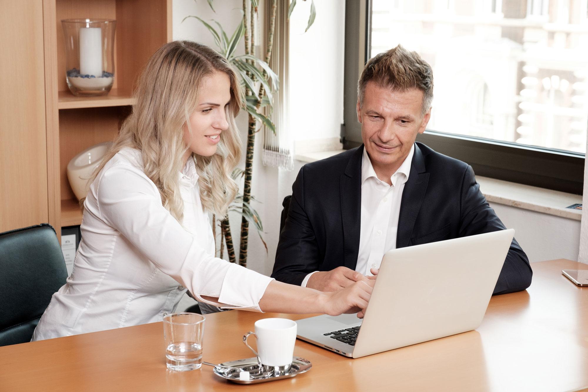 Beratungssituation bei Lehmann Finanzdialog, Versicherungsmakler in Bochum